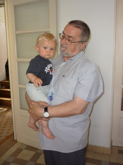 Un papi avec son petit fils, le 29 juillet 2010