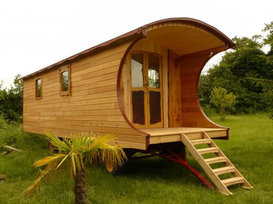 fabricants de roulottes artisanales ecologiques. Black Bedroom Furniture Sets. Home Design Ideas