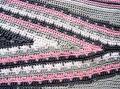 Pull gris argent-rose-détail du milieu devant