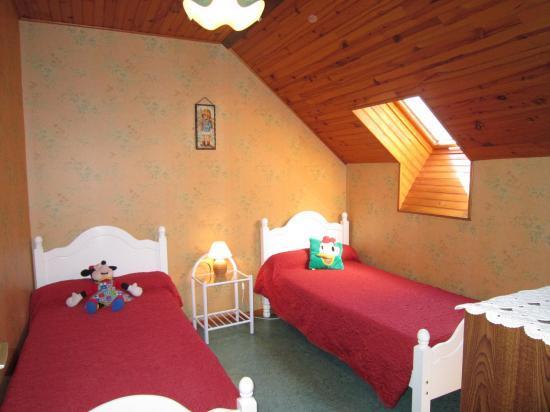 Chambre deux lits gîte Larrecq