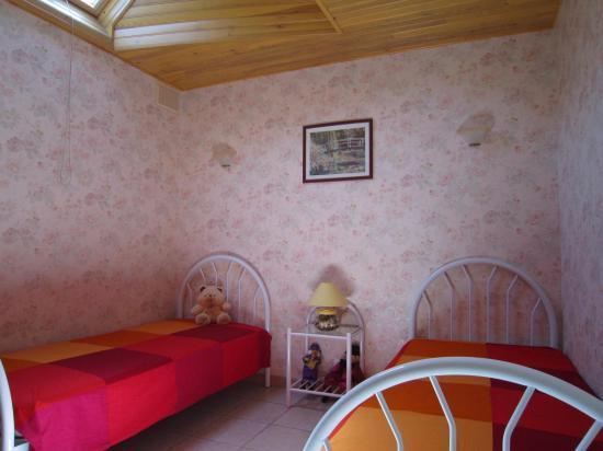 Chambre deux lits gite Camat