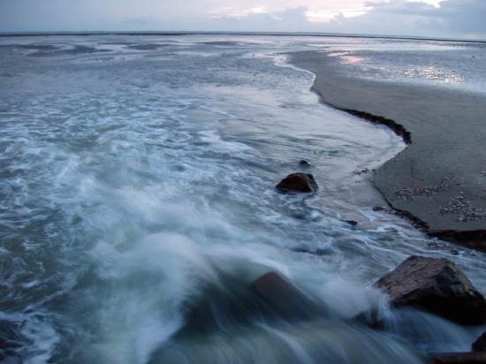 La Bernerie en Retz-L'eau jaillit comme un torren, la plage se creuse d'1 ml.