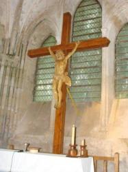 La nouvelle croix de l'église bien en place