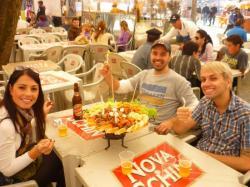 churrasco con Juliana, Daniel e Patrick na feria gaucha - Porto Alegre