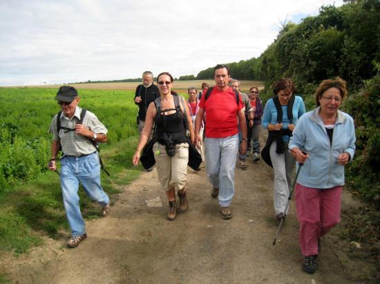 Lilianne devant, puis Michel, Annick, Bernard,Danièle ...