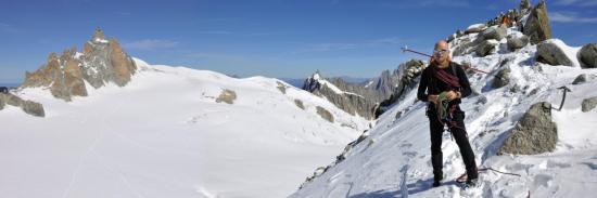 Paul Bonhomme, guide de haute-montagne, au sommet de la Pointe Lachenal