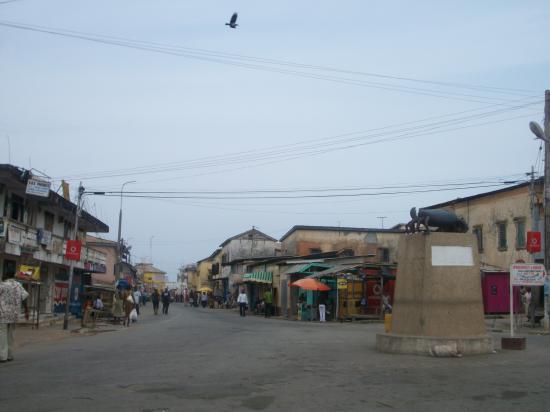 Le centre ville où se trouve le Toko