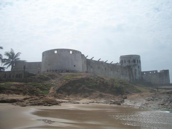 Vue sur le fort depuis la plage