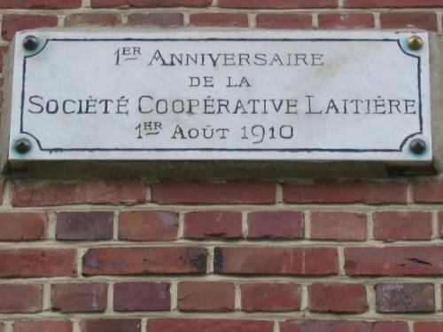 La Plaque Commémorative de la Laiterie 1910/2010 Photo A.M.B 2010