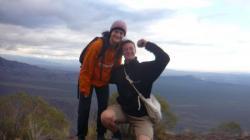 Paula y yo (demasiado grande por la foto...) arriba del cerro - Mendoza
