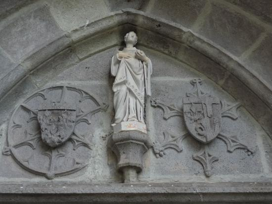 le portail de l'église de Saint Amandin