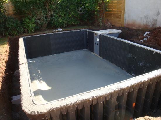piscine beton desjoyaux