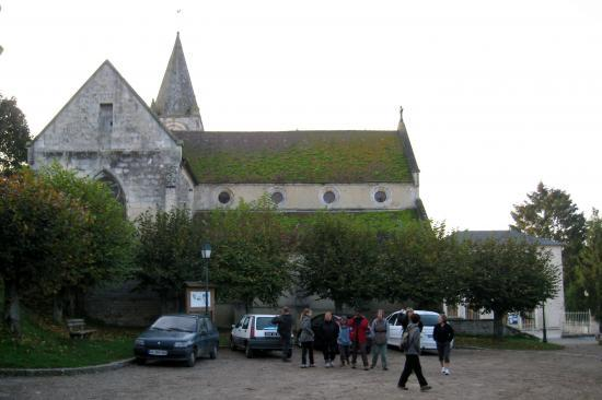"""Devant l""""église de Frouville"""