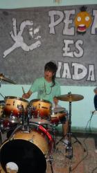 Rodriguo tocando bateria - Las Lajas