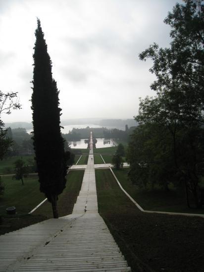 Jardin des Droits de l'Homme et son escalier escarpé à Cergy