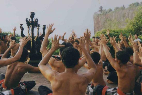 la danse du feu BALI Nusa Dua @hellomisterd.com