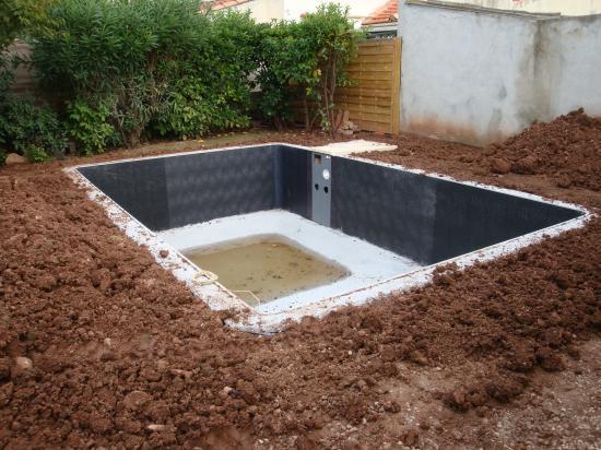 Vendredi 8 et lundi 12 octobre construction de l 39 escalier for Blog construction piscine