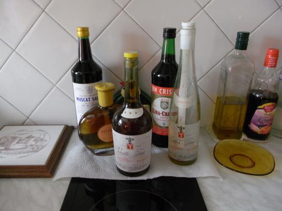 à droite, une bouteille d'huile d'olive…