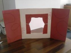 création d'un castelet à partir de carton et de tapisserie