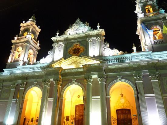 la cathédrale de salta la nuit