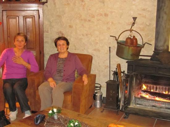 Elena et Maryvonne au coin du feu