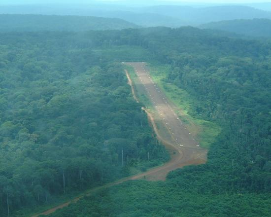 On final for Runway 09 at Ivindo II (2006)