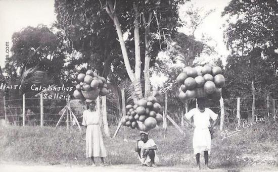 Vendeuses de calebasses - Haïti - 1930