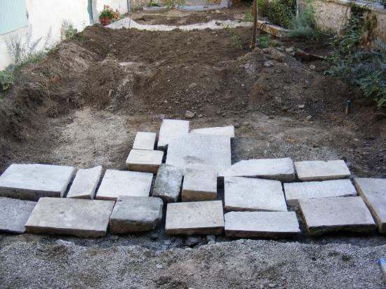 Une terrase en dalle de pierre naturelle à charroux 86