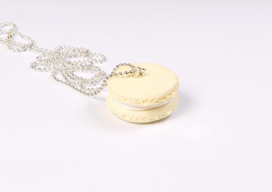 sautoir macaron vanille