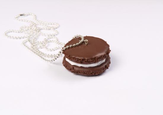 sautoir macaron chocolat