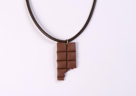 pendentif tablette chocolat croqué