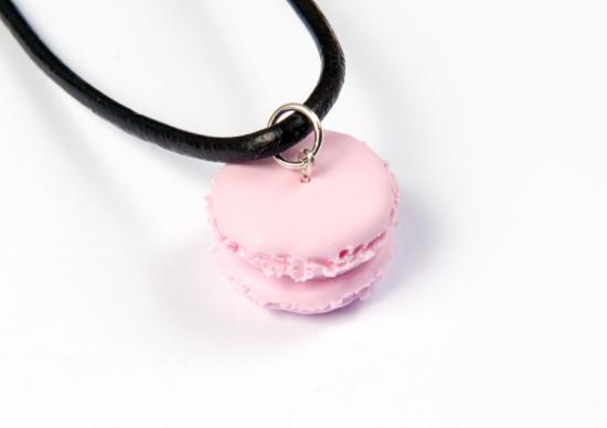 pendentif macaron fraise