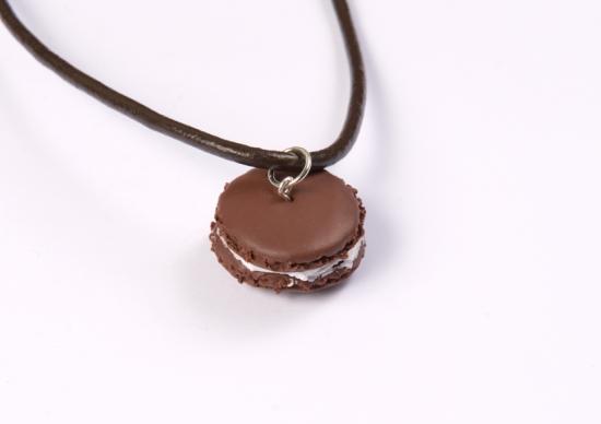 pendentif macaron chocolat