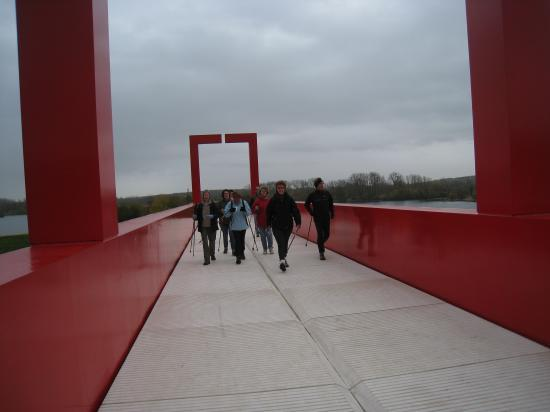 Passerelle rouge à Cergy