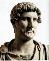 Sculpture représentant l'empereur Hadrien.