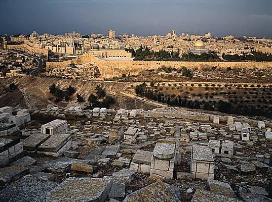 Vue générale de Jérusalem. A l'arrière-plan à droite, la coupole du Rocher (élevée en 691)