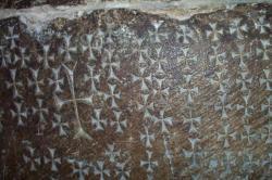 Graffitis médiévaux sur les murs du Saint-Sépulcre. Photo de Marie-Joseph Pierre.