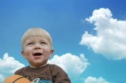 Enfant dans le ciel