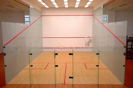 Faire du squash avec des amis