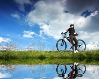 Faire des balades à vélo avec des amis