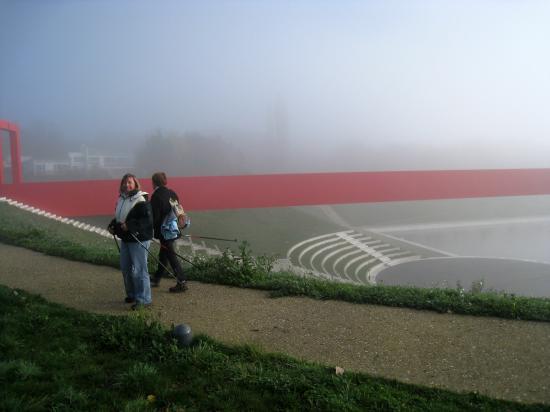 Sylvie, Elena devant l'Amphithéâtre