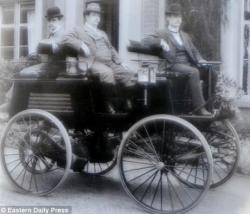 Thomas Parker dans ce qui pourrait être la première voiture électrique