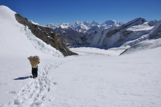 Passage du col du Saribung à 6022m