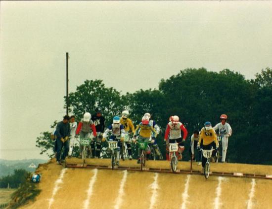 Butte en terre avec grille manuelle de 1986