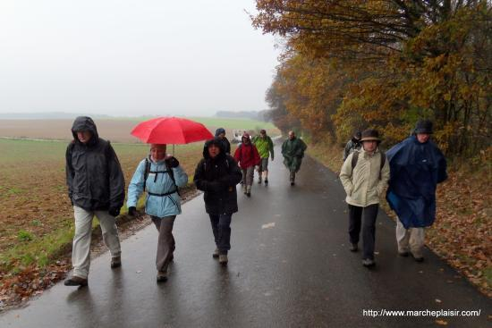Randonneurs sous la pluie