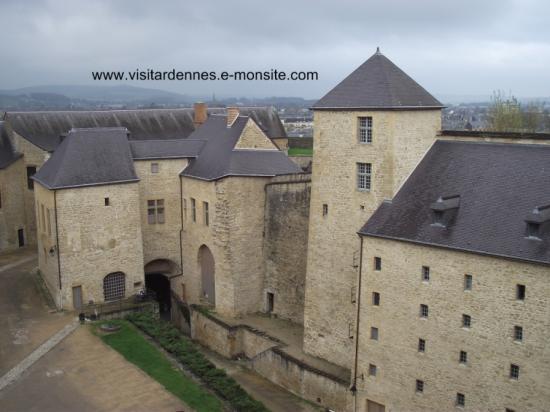 Vue sur la cour intérieure du 2 ème château