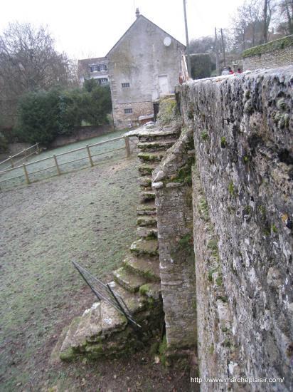 Escalier de pierres à Delincourt (60)