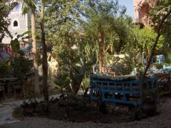 l'hotel-restaurant El Fayouz