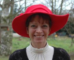 Chapeau rouge en polaire