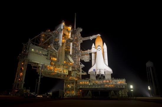 La navette spatiale Discovery sur son pas de tir (photo prise en automne 2010)...